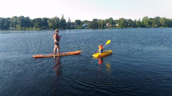 Smiths Falls, Kanada: SUP and kayak -  you're never too old, young, fit or un-fit to try water sports.
