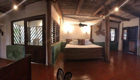 Zamas: Uniquely beautiful- rustic romantic rooms with full luxury. Perfectly content and 100% satisfied
