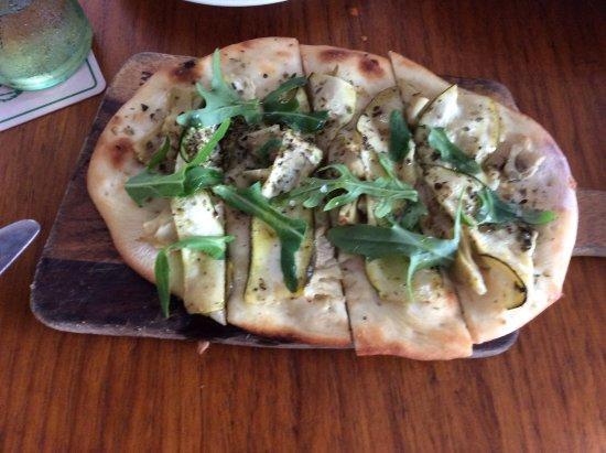 La Fettuccina: ブルスケッタ ナンの上にグザイを並べたかんじです。おいしかったです。
