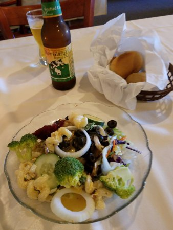 New London, WI: Salad and Rolls