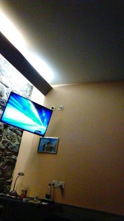 Hotel Residence Le Montbrillant: テレビが天井近くにあるので首が疲れます