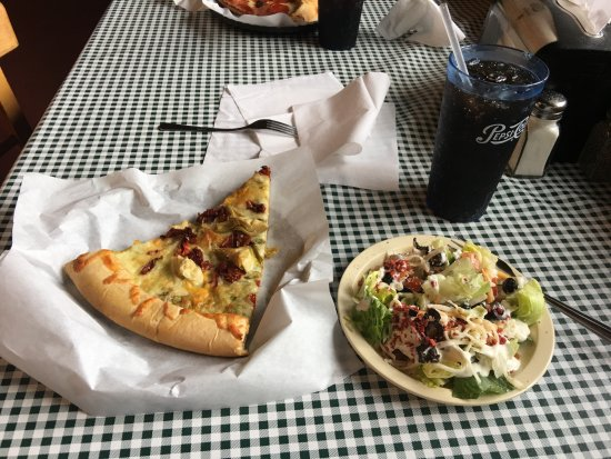 Fultano's Pizza: Pizza and salad bar great with a fantastic fountain Pepsi
