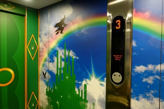 Ibis Styles London Southwark Rose: The Elevator With The Wizard Of Oz Mural Part 60