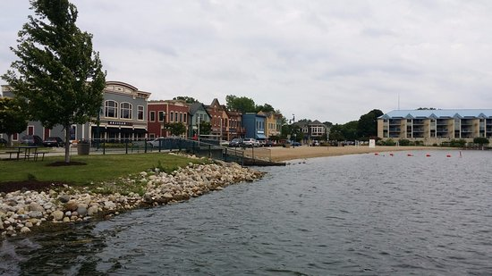 Pewaukee, WI: View of town