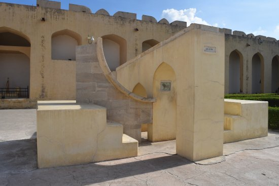 Jantar Mantar: Instruments for position measurement of zodiac signs