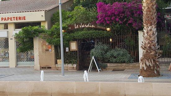 Entree Du Restaurant Picture Of Le Jardin Hyeres Tripadvisor