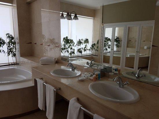 Hotel Reina Isabel: Seaside Suite Badezimmer