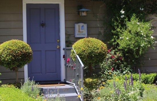 Ojai, كاليفورنيا: Private entrance to Provence Cottage