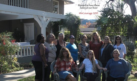 Ojai, كاليفورنيا: InnCourage founded at the Lavender Inn, free retreat for women undergoing treatment for cancer.