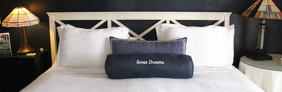 Ojai, كاليفورنيا: Sweet Dreams in every room at Lavender Inn, each a different style.