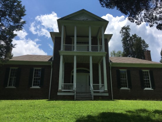 Tuscumbia, AL: Exterior of Belle Mont Mansion