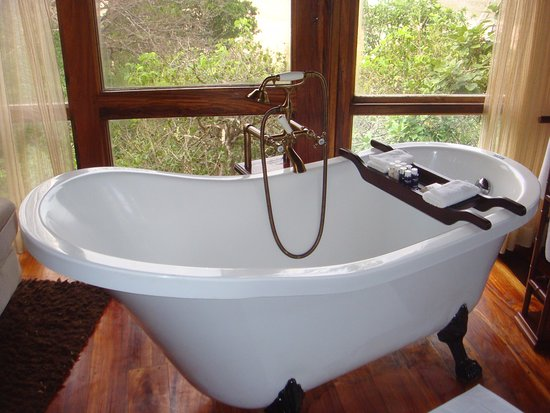 And a stand alone tub ...
