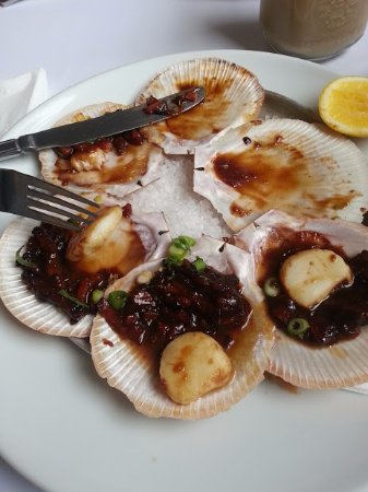 Millthorpe, Australia: $24 for scallops (note how skinny they are!) I think it was 3 scallop chopped in half.