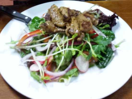 Pomonal, Australien: Warm Lamb Salad. Granddaughter gave it 8.5 out of 10 only because no chips. She love it.