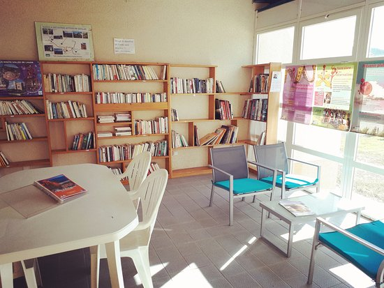 Quillan, França: Bibliothèque - salle lecture