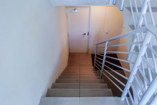 Noosa Shores Resort: Down the stairs from the garage