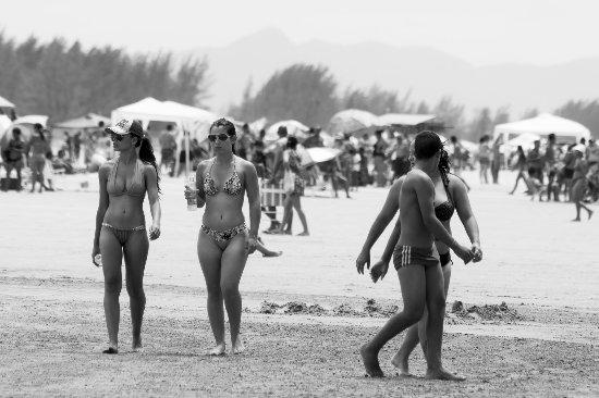 Tombo beach: kızlar
