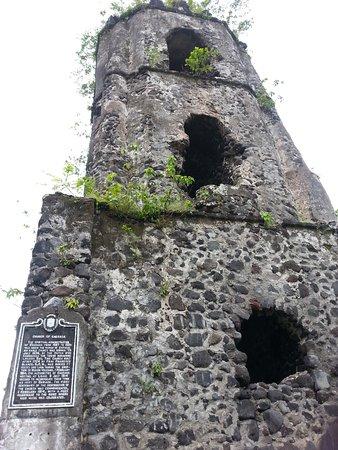 Cagsawa Ruins Park: Ruins of the church tower