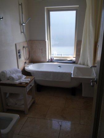 Lewinnick Lodge Lovely Freestanding Bath Shower