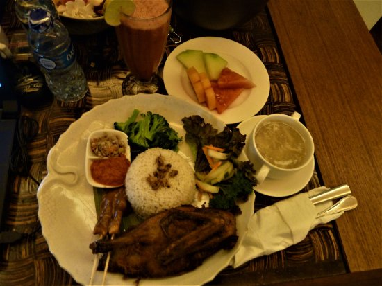 Baturiti, Indonesia: Puri Candikuning Retreat - crispy duck