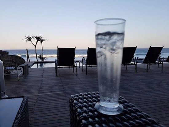Salt Rock, Sudáfrica: Sundowners on the deck