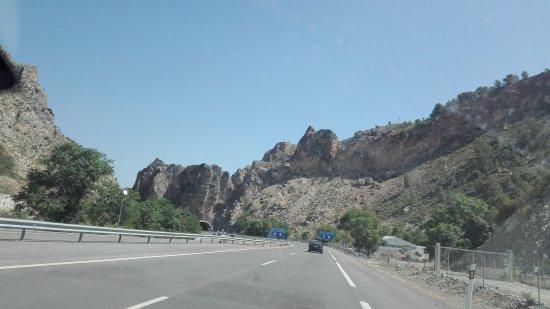 Campillo de Arenas, Spanyol: Situato presso una stazione di servizio carburante, è abbastanza fornito per fare colazione e pr