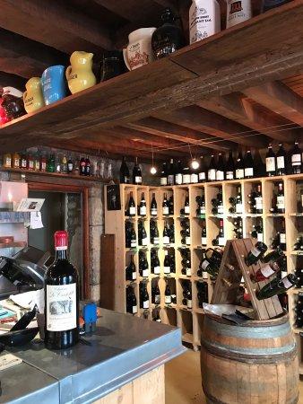 Corbigny, Francia: Cave Saint Louis, Cave a Vin, Bar a Vin, Restaurant