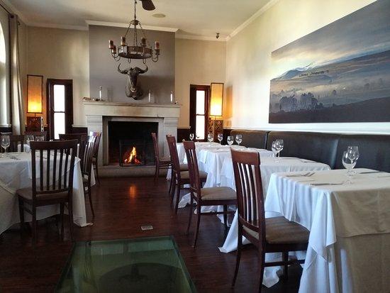 The Royal Hotel: Beautiful old bar area