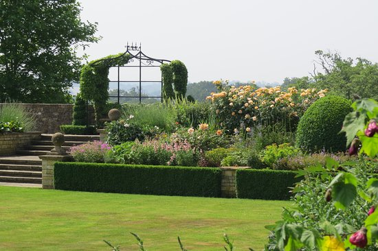 Bourton-on-the-Hill, UK: Garden view