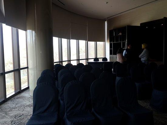 Hyatt Regency Delhi: Oval meeting room
