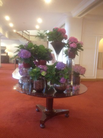 Hotel The Cliff Bay: Flower displays - changed regularly