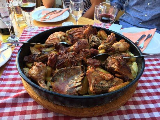 Marina, Croacia: Bestilte Peka dagen i forveien. Meget bra, kan anbefales. God service og OK priser