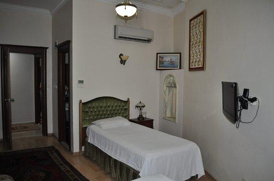 Basileus Hotel: habitación triple