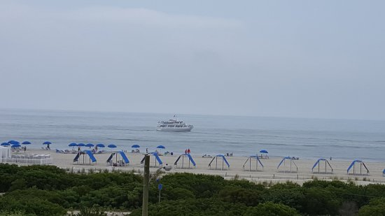 La Mer Beachfront  Inn: 20170707_105319_large.jpg