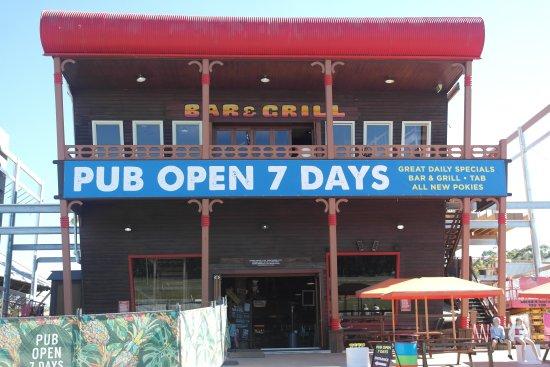 Caloundra, Australia: Great pub set up and delish thai beef salad
