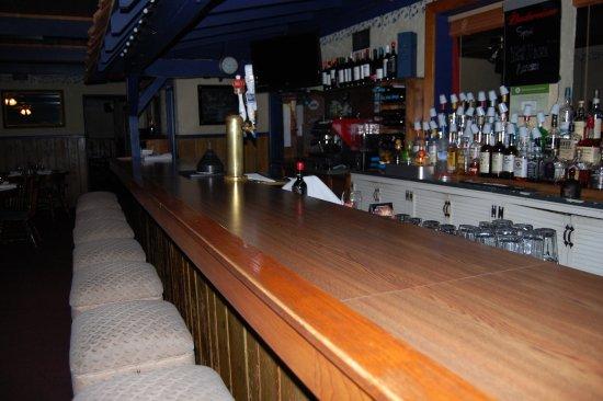 Oregon, IL: Full service bar.