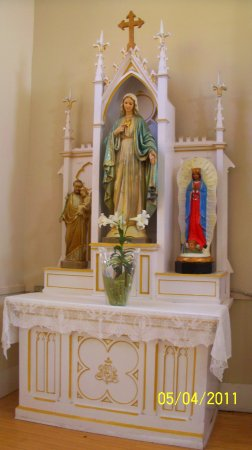 'TripAdvisor' from the web at 'https://media-cdn.tripadvisor.com/media/photo-s/0f/d0/5d/49/side-altar-statue-bv.jpg'