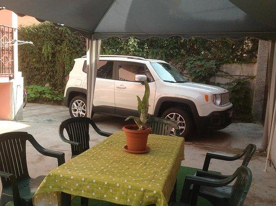 B&B Villa Rosa : Parcheggio interno in sicurezza
