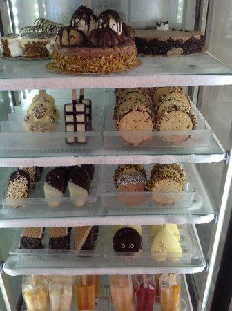 Luvi Gelateria: Stecco, torte e ghiaccioli.