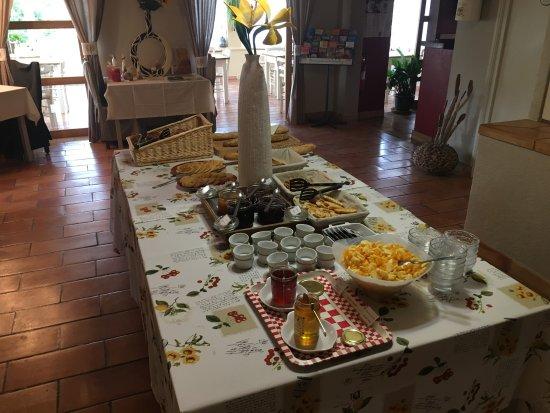 La Petite Auberge de Roussillon: Buffet petit déjeuner