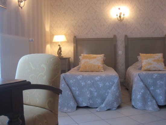Charny-sur-Meuse, France : chambre jaune
