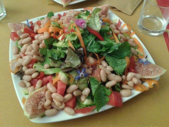 """Aulla, Italy: """"insalata"""" Vegan con fichi dell'orto di Paolo!!!!"""