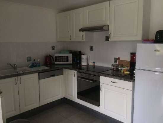 Beaumont Pied De Boeuf, France: Kitchen in two bedroom apartment