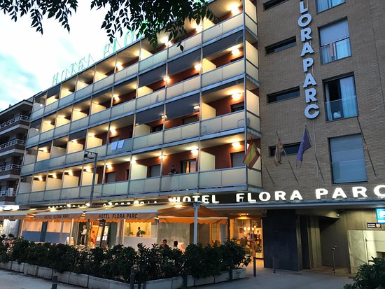 Hotel Flora Parc : Puerta principal y fachada