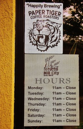Mill City Brew Werks : hours posted in the window