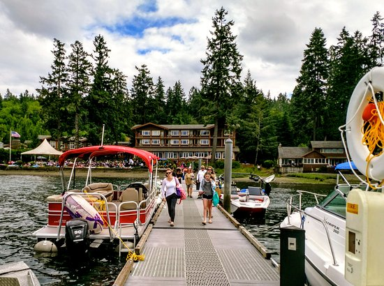 Union, WA: The dock was a super place to see float planes and cool boats