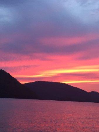 Peekskill, Estado de Nueva York: Sunset Photo from The Boat