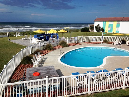 Seahawk Inn & Villas: Pool and surrounding area are clean and inviting
