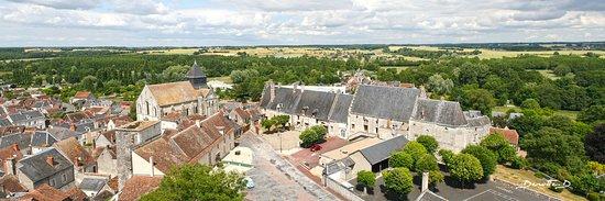 Chatillon-sur-Indre, Francia: Vue du sommet du donjon de Châtillon-sur-Indre (c) David Dewitte