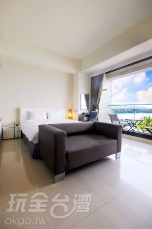 Huyue Lake View Hotel: 面湖全景2人房